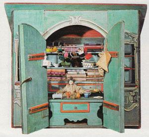 Кукольный шкаф