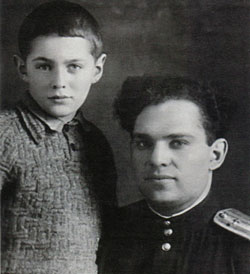 Леонид Рошаль с отцом. 1944 год