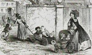 Громоздкая детская повозка и легкая коляска