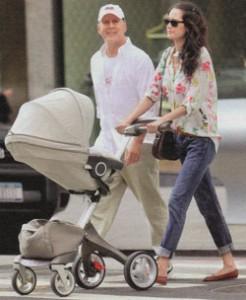 Брюс Уиллис с молодой женой и дочкой