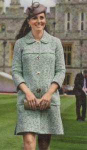 Кейт с гордостью демонстрирует свою беременность