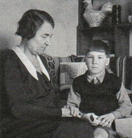 Сергей Капица с бабушкой