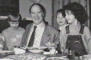 Сергей Капица с внуками